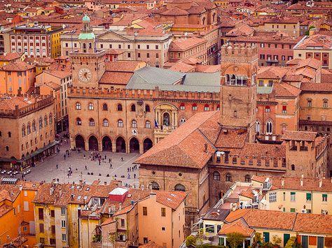 Piazza Maggiore, Bologna, Italy. I'm pretty sure I've been here.