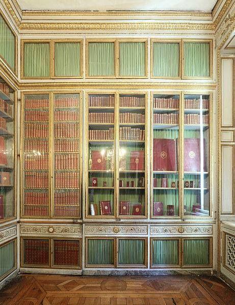 LIBRARY OF QUEEN MARIE ANTOINETTE AT VERSAILLES   Versailles, Petit  appartement, Maison de caractère