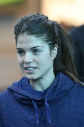 marie avgeropoulos fugitive at 17   Marie Avgeropoulos - arrives at the Vancouver Airport - 17.10.2012 (7x ...