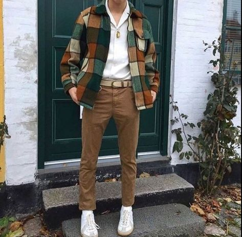 mens fashion Majestic Look Stylish And Fashionable With 13 Mens Vintage Outfits Ideas Mens Vintage Outfits is one that can be used as a style of dress, especially for men who are bored with that style alone. Some people say that the pr. 80s Fashion Men, Thrift Fashion, Vintage Fashion Men, Mens Grunge Fashion, Vintage Mens Style, Mens Fashion Outfits, Fashion History, Classy Mens Fashion, Fashion Fashion