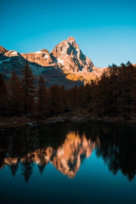 fotografía paisajes reflejo de una montaña