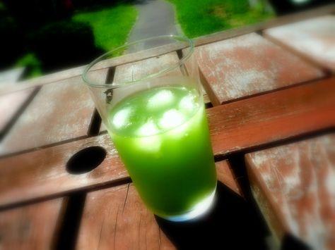 L'utilisation du thé Matcha (抹茶) dans des boissons modernes s'est répandue dans les cafés occidentaux où, comme au Japon, il peut être mélangé au café au lait, au milkshake, dans des boissons glacées, boissons sucrées ou alcoolisées. Photo de Jacques Mirtil.