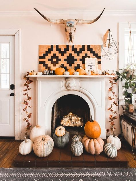 fall home decor 10 Clever Fall Sayings for Your Letter Board + A Free Fall Printable Inexpensive Home Decor, Diy Home Decor On A Budget, Fall Home Decor, Autumn Home, Fall Fireplace Decor, Fireplace Design, Creative Home, Creative Decor, Home Decor Inspiration