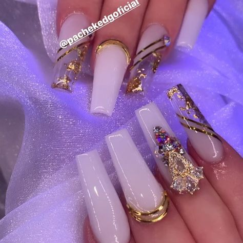 "Edgar Pachek - Nails Artist on Instagram: ""White and gold ? ✨✨✨✨✨ @pachekedgoficial The best Swarovski 💎💎💎🖤🖤🖤✨✨✨. @bluestreakcrystals ———————————- #orlandonails #nailartists…"""