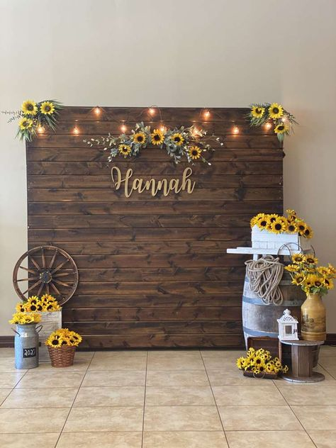 Sunflower Party Themes, Sunflower Birthday Parties, Sunflower Wedding Decorations, Grad Party Decorations, 18th Birthday Party, Fall Sunflower Weddings, Sunflower Centerpieces, Baby Shower Decorations, Graduation Party Planning