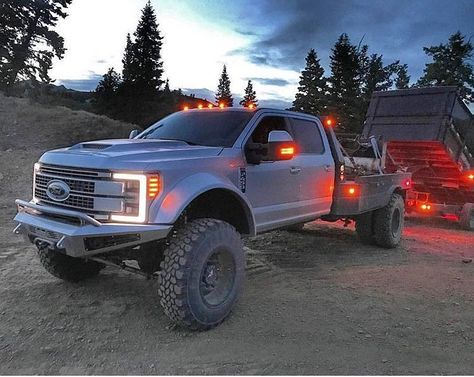 I quite simply love this color choice for this lifted ford Big Ford Trucks, Jacked Up Trucks, Dually Trucks, Cool Trucks, Pickup Trucks, Farm Trucks, Chevy Trucks, Welding Trucks, Welding Rigs