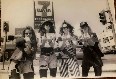 L7, Hollywood, 1989