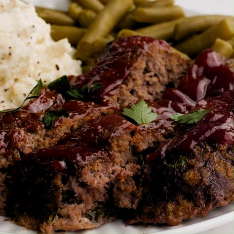 Easy Meatloaf Recipe - Tender and juicy homemade meatloaf topped with a sweet glaze. Simple to make and ready in less than an hour! #meatloaf #meatloafrecipes #beeffoodrecipes #beef #beefrecipes #comfortfood #dinner #dinnerrecipes #dinnerideas #easydinner #easyrecipe #recipes #videos #foodvideos #recipevideos #iheartnaptime