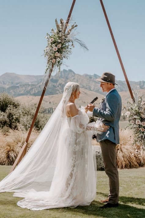 We have recently connected with The Look Out Lodge, to bring to you an incredible 10k Wedding Package. It includes everything you need on your big day, with Tregold Weddings taking care of the planning // #lovewanaka #sayidoinwanaka #wanakaweddingphotographer #wanakawedding #destinationwedding #wanakaweddingcollective #destinationnz #wanakaweddings #wanakahelicopters #weddingideas #summerwedding #bridegroom #elopement #epiclandscape #queenstownwedding #epicmountains #tregold #tregoldweddings