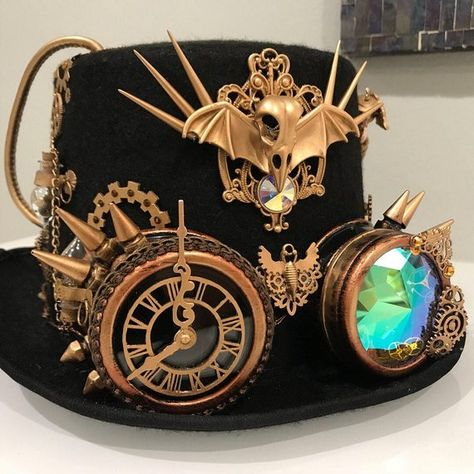 For all you steampunk lovers - this hat will make you stand out like no other! One of a kind design that took over 30 hours to make and details that will blow ur mind . Most of the embellishments are hand sewn for extra durability . Chat Steampunk, Mode Steampunk, Style Steampunk, Steampunk Cosplay, Steampunk Design, Gothic Steampunk, Steampunk Clothing, Steampunk Fashion, Victorian Gothic