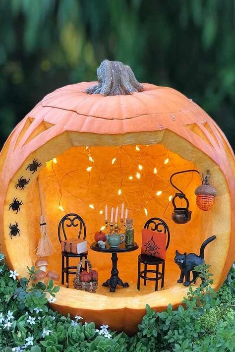 Pumpkin Diorama Carving Idea ★ Want to impress everyone with fascinating pumpkin carving ideas? Here you will find creative and easy designs, as well as unique DIY ideas that will make this Halloween unforgettable. Fete Halloween, Halloween Pumpkins, Halloween Crafts, Halloween Decorations, Scary Halloween, Vintage Halloween, Halloween Labels, Halloween Quotes, Scary Pumpkin Carving