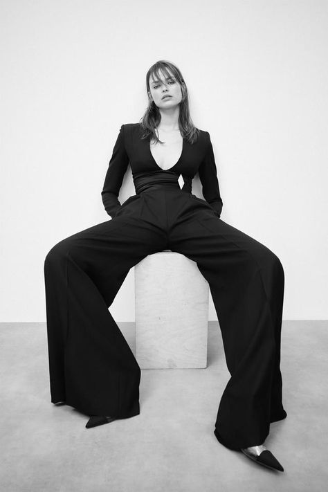 High Fashion Poses, Fashion Model Poses, Fashion Shoot, Editorial Fashion, Runway Fashion, Fashion Portraits, Street Fashion, Alexandre Vauthier, Haute Couture Style