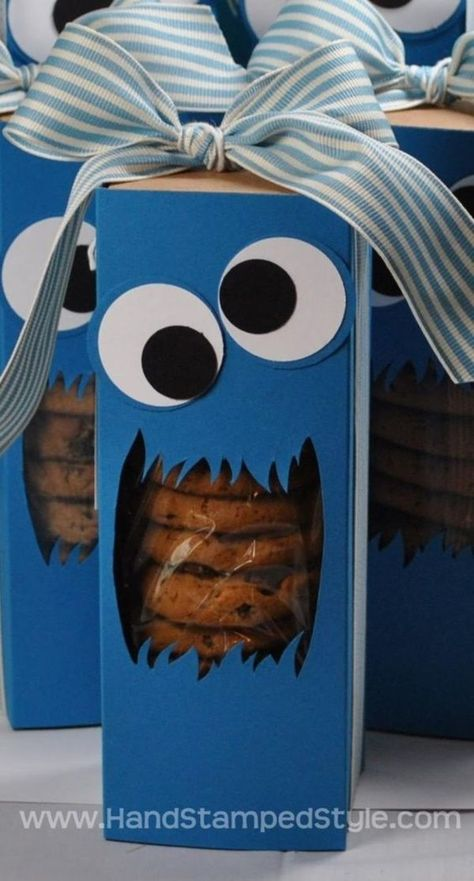 cookie box Stampin' Up! Tag a Box Cookie Monster Treat Box For Hostess Club Member created by Hand Stamped Style Festa Cookie Monster, Monster Treats, Monster Box, Cookie Packaging, Gift Packaging, Packaging Ideas, Cute Gifts, Best Gifts, Ideias Diy
