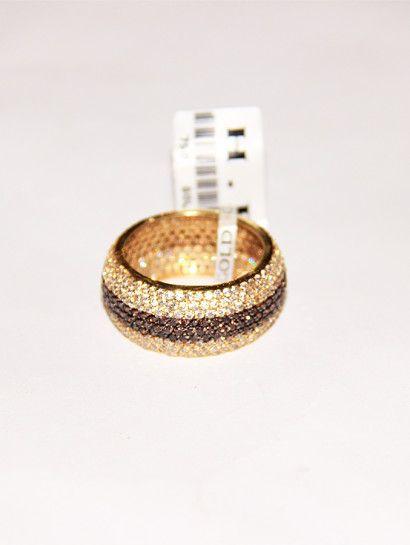 دبل زفاف ذهب عيار 18 دبلة زفاف عريضة عيار 18 مرصعة بالفصوص البيضاء والبنى خصم 10 على المصنعية Wedding Jewelry Jewe Wedding Rings Engagement Rings Jewelry