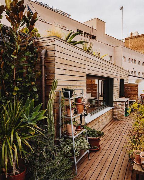Casa con cubierta verde.