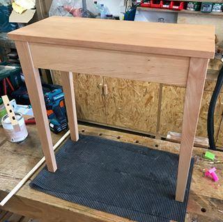 Tataaa Das Tischchen Ist Fertig Oberflache Ist Zweimal Geolt Mit Arbeitsplattenol Von Pnzprodukte Holzwerken Holz Tisch Holz Holzwerkstatt