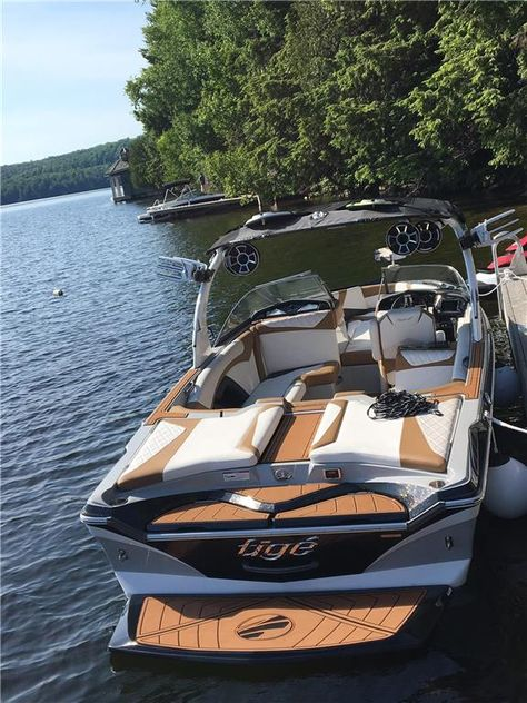 Luxury Pontoon Boats, Yacht Boat, Wakeboard Boats For Sale, Best Boats, Cool Boats, Jet Ski, Mastercraft Ski Boats, Speed Boats For Sale, Plan Chalet