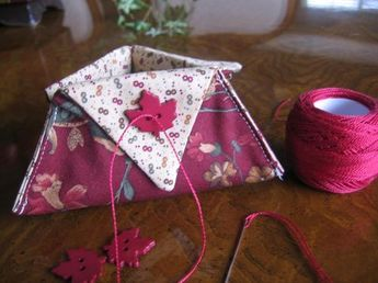 Make a triangle thread catcher in minutes. Made from two 9.5