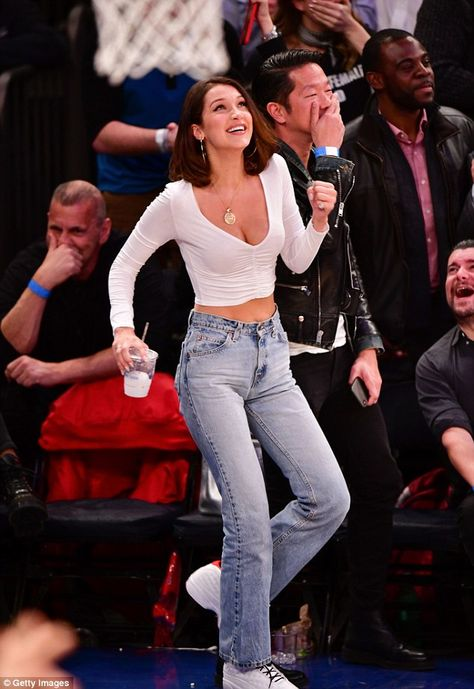 Chic Bella Hadid watches basketball game at Madison Square Garden - Double drib. - Chic Bella Hadid watches basketball game at Madison Square Garden – Double dribble? The LA-born - Madison Square Garden, Style Bella Hadid, Bella Hadid Outfits, Bella Hadid Hair, Look Fashion, Fashion Models, Fashion Outfits, Fashion Tips, Fashion Trends