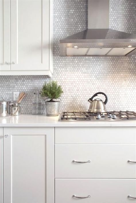 21 Ideas Of Kitchen Tiles Interiordesignshome Com Penny Tiles Kitchen Kitchen Marble Kitchen Remodel