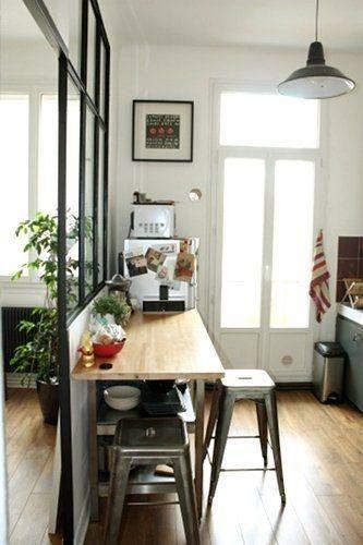 Cuisine semi-ouverte avec verrière Parquet au sol :-)   Kitchen ...