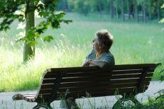 Alterswarzen sitzen meist breit auf der Haut auf, und man kann sie durch eine sanfte oberflächliche Abtragung in lokaler Betäubung entfernen...