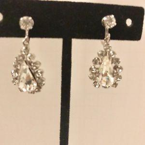 On Sale A Vintage Pair Of Rhinestone Dangle Earrings