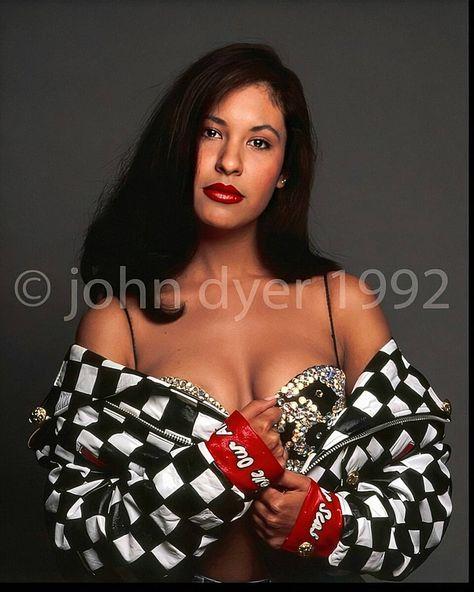 Selena photoshoot Out takes❤ Selena Quintanilla Perez, Selena Gomez, Selena Costume, John Dyer, Selena Pictures, Divas, Brown Eyed Girls, Celebrity Couples, Celebrity News