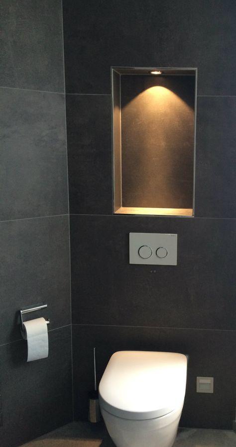 Der WC-Bereich wird durch eine beleuchtete Nische extra - wohnzimmer vorwand mit deko nische
