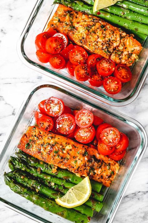 15 Minute Meal-Prep Garlic Butter Salmon with Asparagus - - This easy garlic butter salmon meal prep with asparagus is a great way to guide yourself into a healthier lifestyle. - by prep recipes Meal-Prep Salmon and Asparagus in Garlic Lemon Butter Sauce Easy Healthy Recipes, Lunch Recipes, Dinner Recipes, Meal Prep Dinner Ideas, Easy Healthy Meal Prep, Meal Prep Keto, Meal Prep Recipes, Easy Meal Ideas, Healthy Lunches