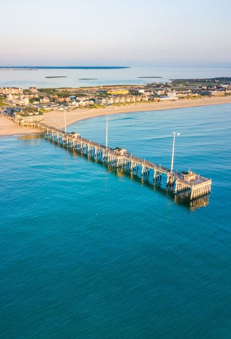With over 100-miles of some of the best beaches in North Carolina, you will never run out of fun things to do in Outer Banks! Head to our blog for everything you need to know about where to stay as well as a complete list of the best things to do in Outer Banks, North Carolina. #OuterBanks #NorthCarolina #NorthCarolinaVacation #BeachVacations #FamilyVacationIdeas #AdventureVacations #USRoadTrip