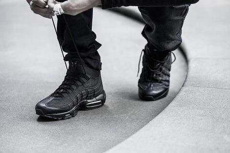 nike air max 95 triple black on feet
