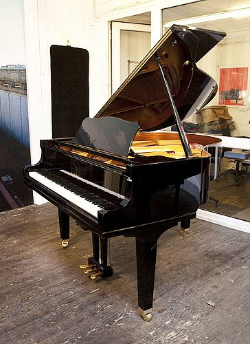 A Yamaha Gc1 Baby Grand Piano For Sale With A Black Case And Square Tapered Legs Piano Features A Quiettime Magic Star In 2020 Piano For Sale Baby Grand Pianos Piano