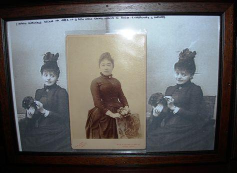 Gabrielle Rejane, apprezzata attrice francese della Belle Époque, in tre foto dello studio Nadar di Parigi, un originale e due ristampe...