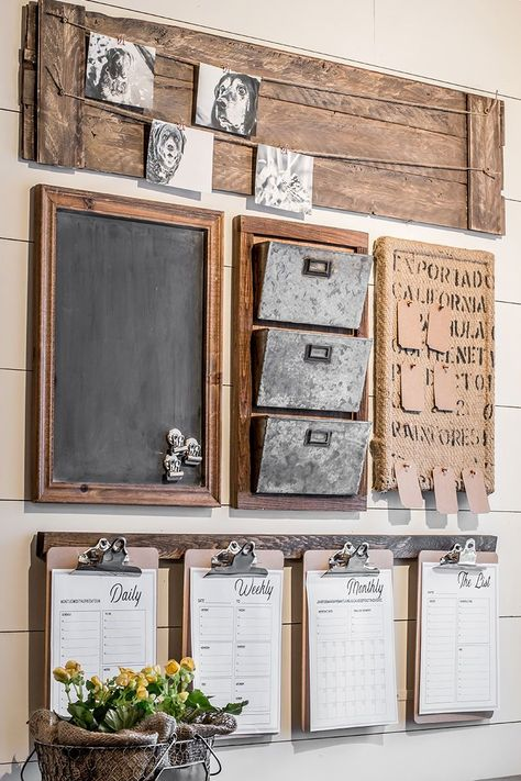 How to design a rustic farmhouse style command center for your small home office or entryway. Create a drop zone to keep your home organized. Home Office, Small Office, Home Decor Styles, Diy Home Decor, Family Command Center, Command Centers, Chalkboard Command Center, Command Center Kitchen, Rustic Kitchen Island