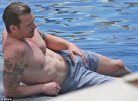 Joel Kinnaman flaunts muscular torso in Hawaii