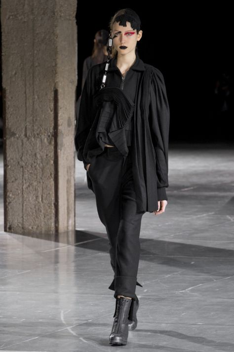 Yohji Yamamoto   Одежда 2018   Pinterest   Мода, Ёдзи ямамото и ... 9345ef4faef