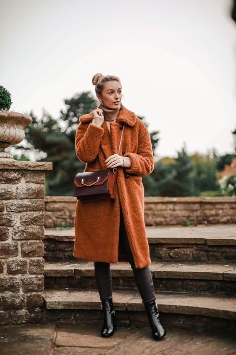 5 REASONS YOUR WARDROBE NEEDS A TEDDY BEAR COAT THIS SEASON This week the tempratures dropped which means it's time to get your coats on rotation! Cuddly factor times a million, your entire outfit can…