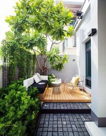 15 Privacy Garden Decoration Ideas To Reading Books And Relaxing Side Yard In 2020 Courtyard Gardens Design Small Courtyard Gardens Backyard Garden Design