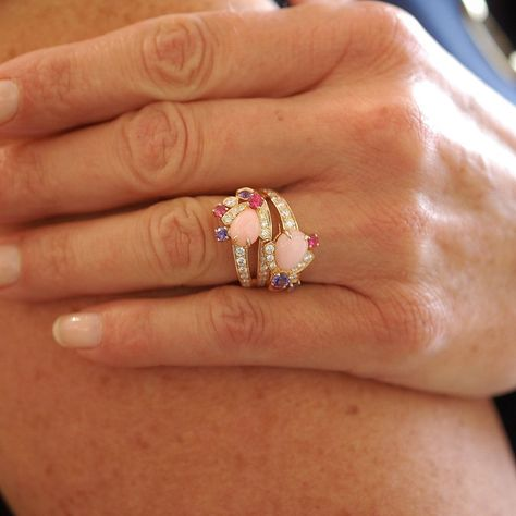 "Bague Chaumet ""Bee my Love"" or rose, Opales, Diamants, spinelles, saphirs"
