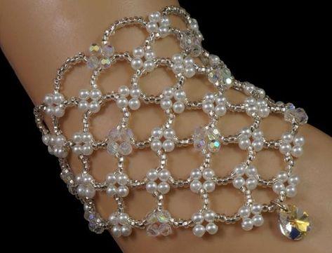 Items similar to Swarovski crystal pendant beaded pearl bridal bracelet. beaded bridal bracelet on Etsy - Crochet Brazil