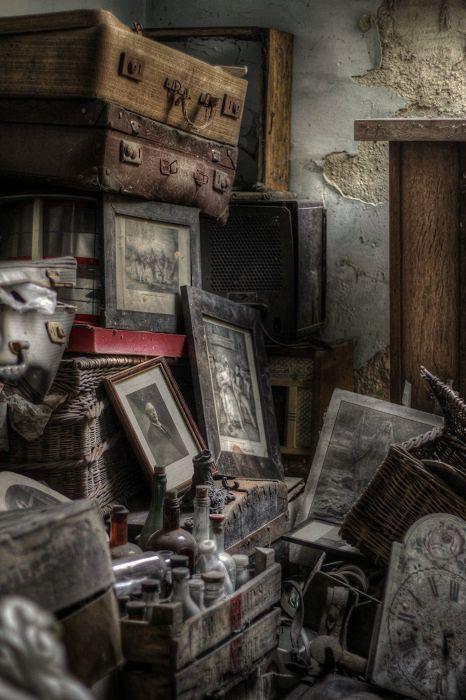 Lost | Forgotten | Abandoned | Displaced | Decayed | Neglected | Discarded | Disrepair | Manoir abandonné belge. Que de souvenirs.