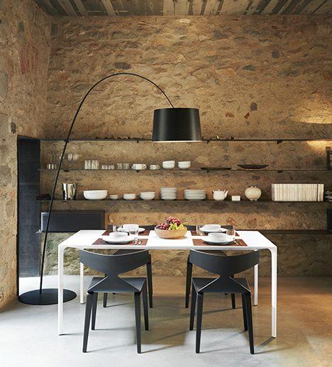 tafel en stoelen uit de collectie van arper bij top interieur in izegem en with hulsta stoelen