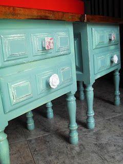 Mesitas re-tuenadas, pintadas en azul aguamarina | yonolotiraria