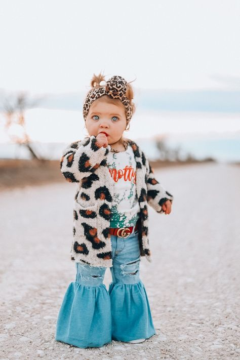 Western Baby Clothes, Baby Kids Clothes, Baby Clothes Shops, Western Babies, Cute Baby Girl Outfits, Cute Outfits For Kids, Baby Girl Shoes, Fall Toddler Outfits, Toddler Girl Style