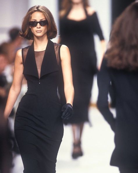 Luxury Vintage Outfits 4 Luxury Vintage Outfits Best Of Christy Turlington Walked for Karl Lagerfeld Runway Show 1992