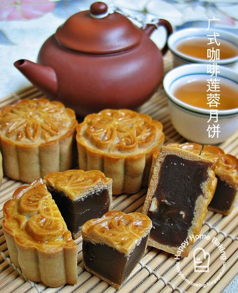 moon cake Happy Home Baking: Traditional Mooncake Chinese Moon Cake, Cake Recipes, Dessert Recipes, Cupcakes, Asian Desserts, Almond Cookies, Home Baking, Food Cakes, Love Food