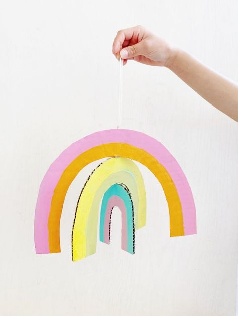 DIY rainbow mobile for kids Kids Food Crafts, Diy Home Crafts, Craft Activities For Kids, Preschool Crafts, Diy Crafts For Kids, Kid Friendly Art, Baby Name Art, Mobiles For Kids, Mobile Craft