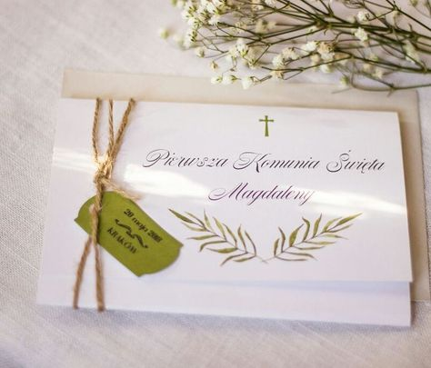 Pierwsze Oznaki Wiosny Zwiastuja Rozpoczynajacy Sie Sezon Komunijny Zaproszenie Komuniaswieta Komuniaswieta Zapro Place Card Holders Place Cards Cards