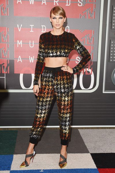 Taylor Swift In Ashish At The MTV Video Music Awards, 2015 - Country Music's Most Daring Dressers - Photos
